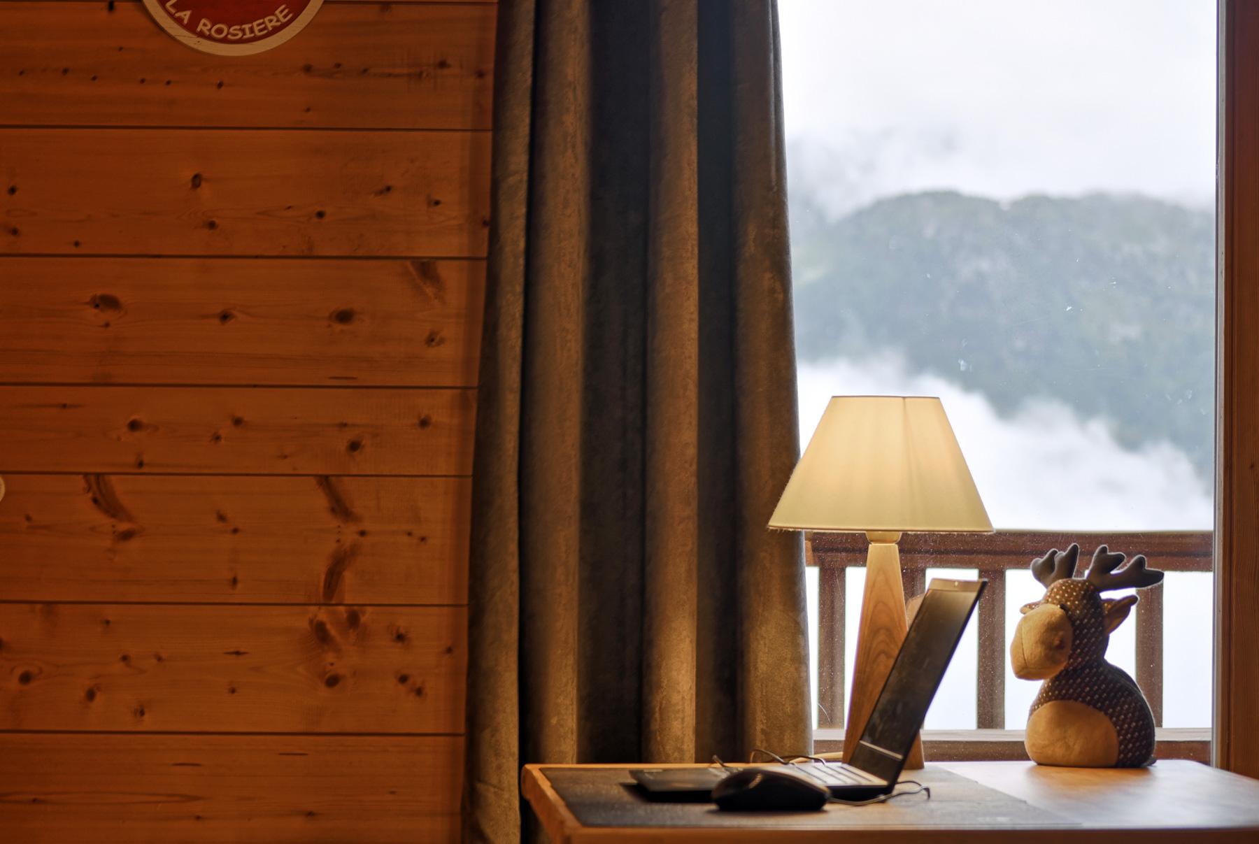 Télétravail Dans Un Chalet à La Montagne